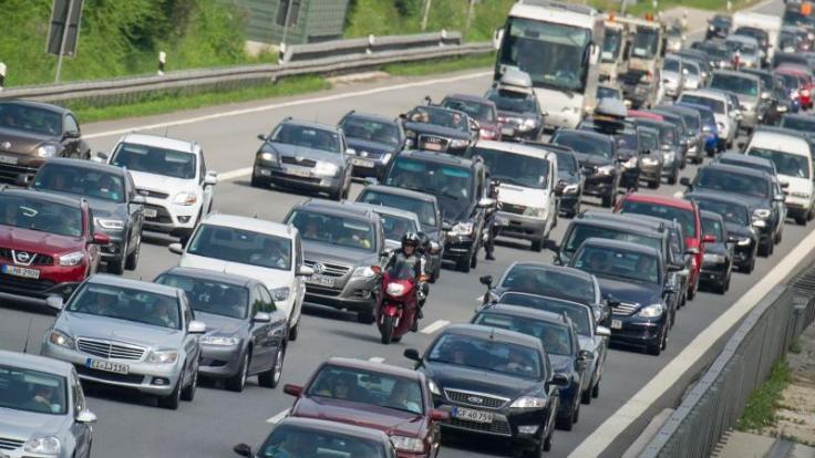 Am Wochenende wird es wieder voll auf den Autobahnen, denn für viele Bundesbürger enden die Sommerferien. (Foto)