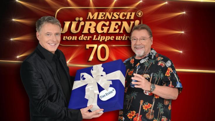 Jürgen von der Lippe ist gespannt auf die große Party zu seinem Geburtstag. Jörg Pilawa (l) präsentiert die Geburtstagsshow. (Foto)
