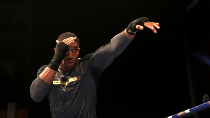 Schwergewichts-Weltmeister Anthony Joshua (Großbritannien) steht am Samstag gegen Herausforderer Joseph Parker aus Neuseeland im Ring.