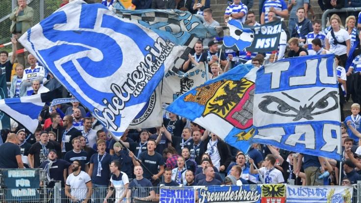 Die Anhänger vom MSV Duisburg feiern ihren Verein. (Symbolbild)