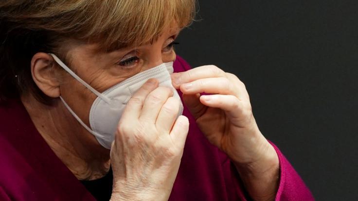 Bundeskanzlerin Angela Merkel könnte früher als geplant zu einer neuen Corona-Krisensitzung von Bund und Ländern laden.