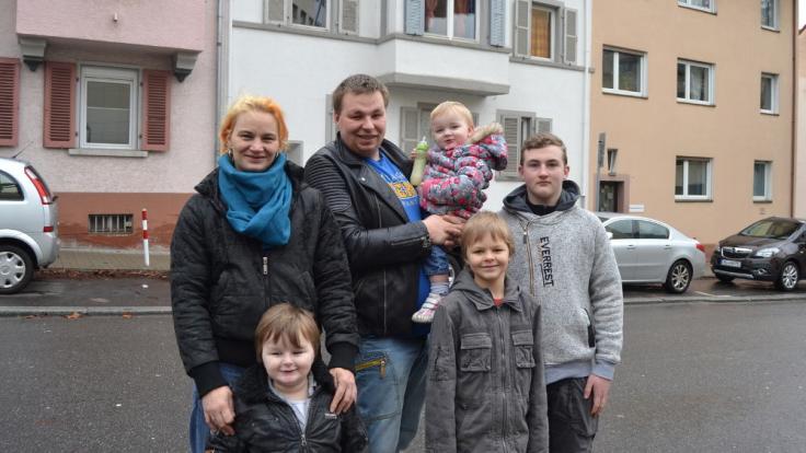 Die sechsköpfige Familie Immetsberger-Bielmann tauscht ihre kleine Mietwohnung und ihr gewohntes Wochenbudget von 197,50 Euro für sieben Tage gegen die Villa und das Wochenbudget von 4700 Euro von Familie Bösch.