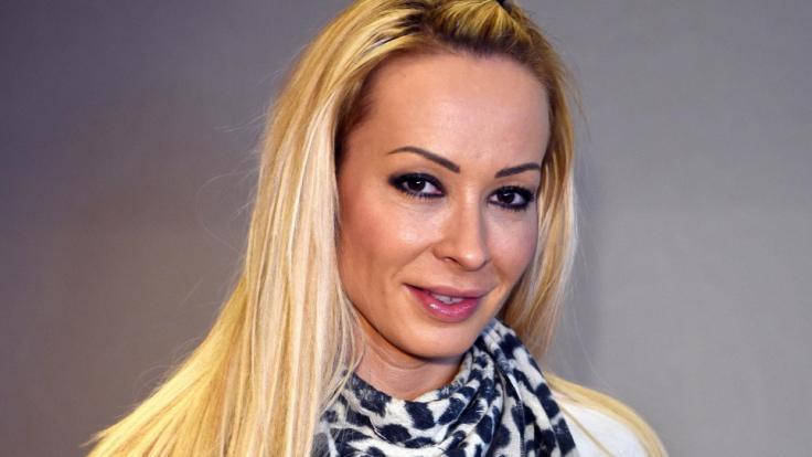 Cora Schumacher scheint die Suche nach ihrem Traummann mit allen Mitteln angehen zu wollen.