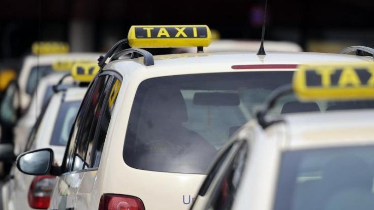 Taxistände sind allein Taxen vorbehalten - wer hier sein Auto parkt, wird zur Kasse gebeten.