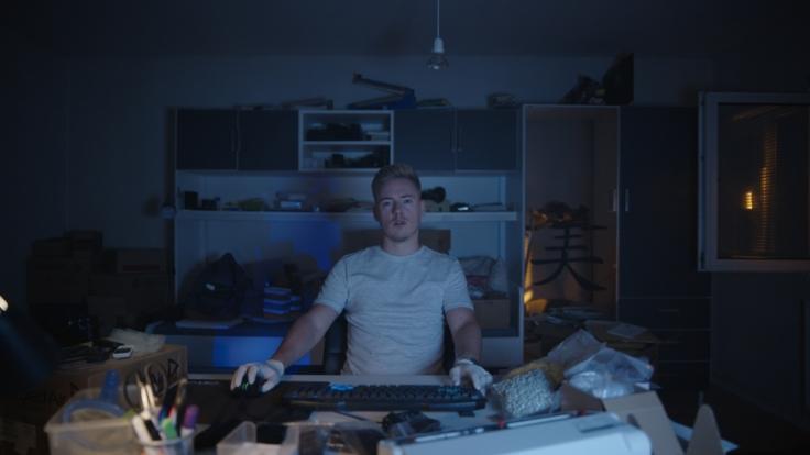 """Für die Netflix-Doku """"Shiny Flakes"""" kehr Maximilian Schmidt in sein altes Jugendzimmer zurück. (Foto)"""