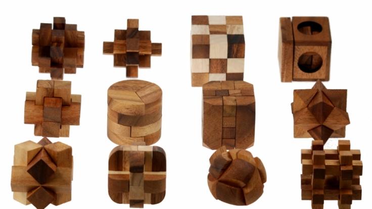 Edles Holz statt Plastik: Diese Geduldsspiele sind eine wahre Augenweide.