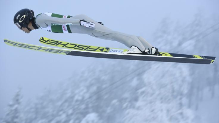 Die Nordischen Kombinierer sind auch in der Weltcup-Saison 2020/21 im Skisprung und Langlauf gefordert.