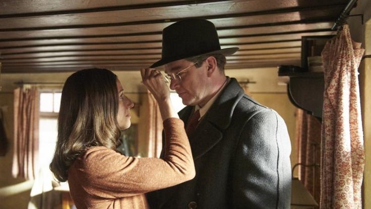 Richard (Ronald Zehrfeld) ist einige Jahre nach Kriegsende zu Claire (Johanna Wokalek) zurückgekehrt. Für das Ehepaar beginnt nun eine schwierige Zeit der Annäherung.