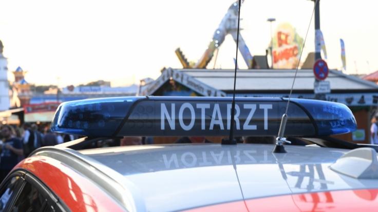 Notarztwagen auf dem Münchner Oktoberfest: Ein Mann (58) ist nach einer Schlägerei gestorben.