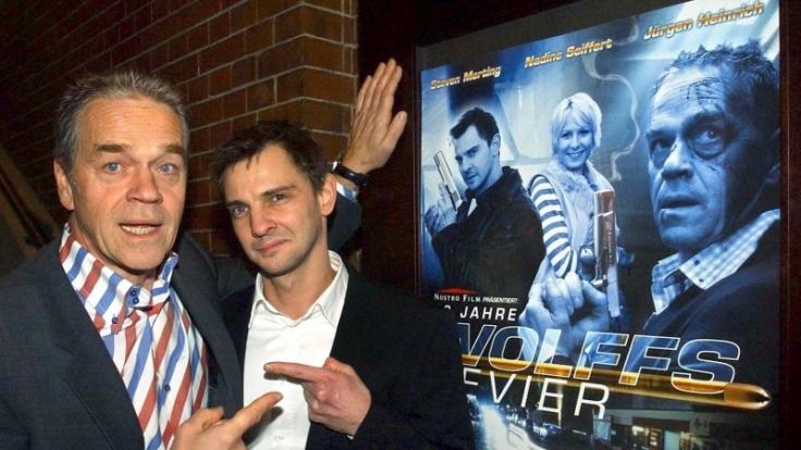Die Schauspieler Jürgen Heinrich (l, Revierleiter Andreas Wolff) und Steven Merting (Kommissar Tom Borkmann : 2003 feierte das Team den zehnten Geburtstag der Serie Wolffs Revier. Jetzt soll es eine Neuauflage bgeben. (Foto)