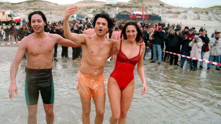 Eigentlich eine schöne Geste, doch nun machen sich Fans über die Gesangseinlagen von Costa und Kiki Cordalis lustig. (Foto)