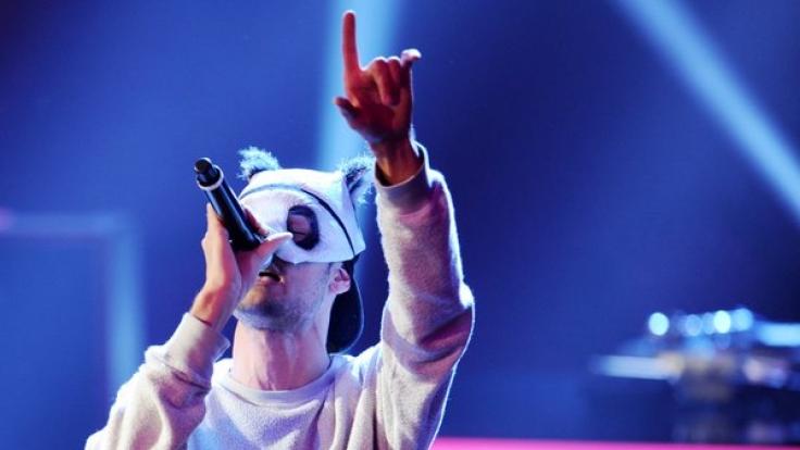 Cro mit seinem Markenzeichen: der Pandamaske. (Foto)