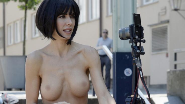 Milo Moire provoziert mit einer neuen Nackt-Aktion. (Foto)