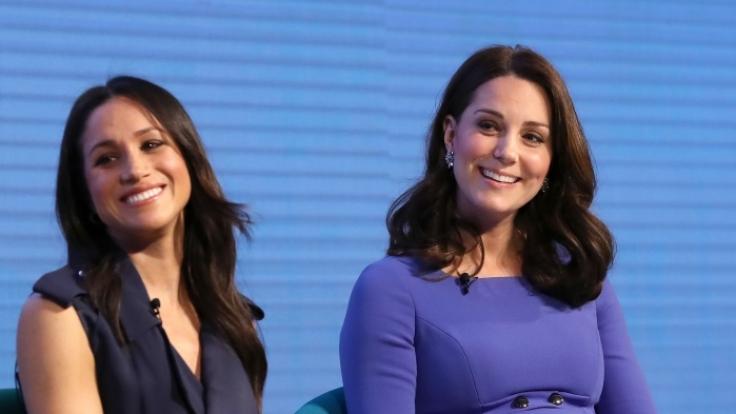 """Beim Forum der Stiftung """"Royal Foundation"""" saßen Meghan Markle und Kate Middleton nebeneinander. (Foto)"""