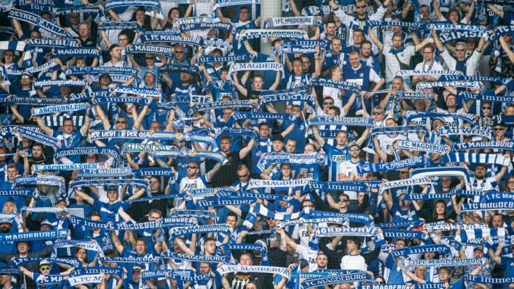 Auf der Tribüne zeigen die Fans, dass sie hinter dem 1. FC Magdeburg stehen. (Symbolbild) (Foto)