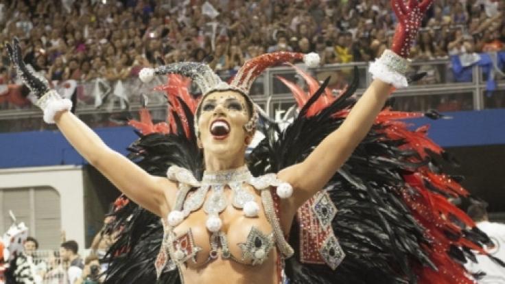 Voller Körpereinsatz und viel nackte Haut gehören beim brasilianischen Karneval einfach dazu.
