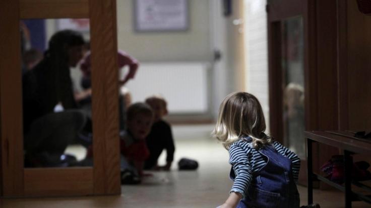 Spielen in der Kita: Schon hier versuchen Rechtsextreme Einfluss zu nehmen - etwa mithilfe von Kinderbüchern. (Foto)