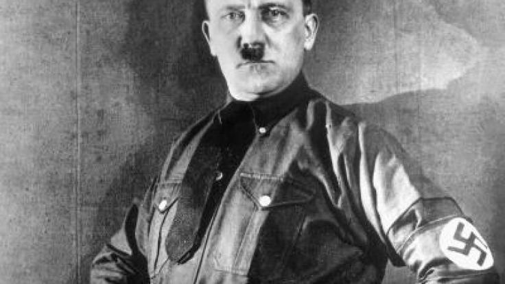 Adolf Hitler - hier in Pose mit bayerischer Tracht. (Foto)