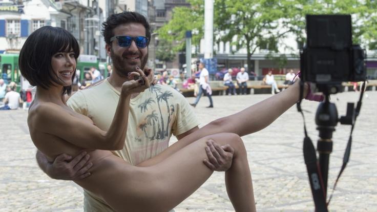 Milo Moiré sendet aktuell nackte Grüße aus dem Urlaub. (Foto)