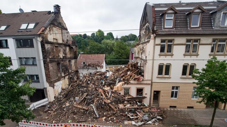Ein Wohnhaus in Wuppertal liegt in Schutt und Asche.