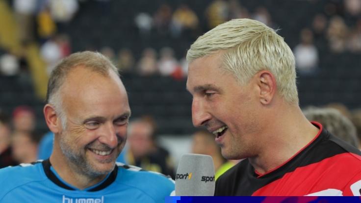 """Buschi"" beim Interview mit Handball-Profi Stefan Kretzschmar. (Foto)"