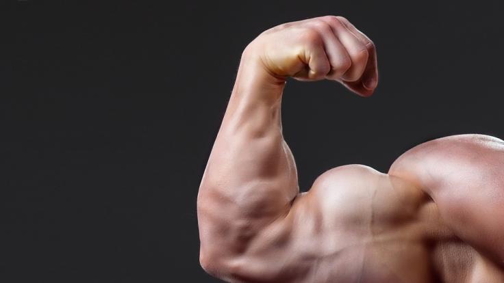 BodybuilderKirill Tereshin hat sich 3 Liter Vaseline in die Arme gespritzt. (Symbolbild) (Foto)