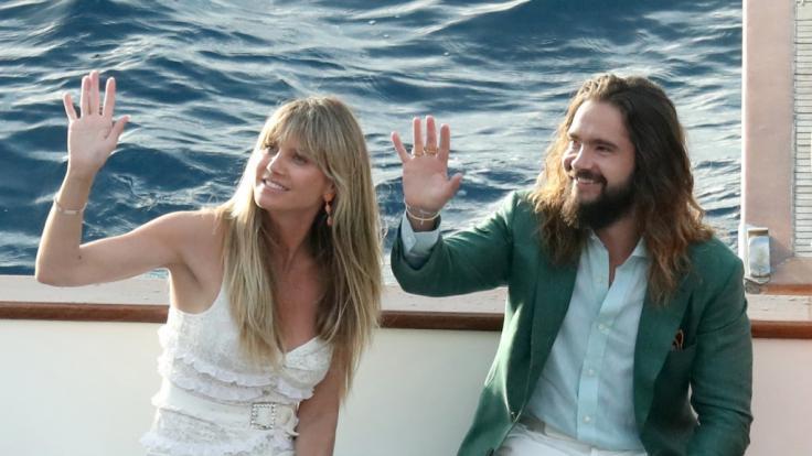 Heidi Klum und Tom Kaulitz ganz in Weiß auf Capri. (Foto)