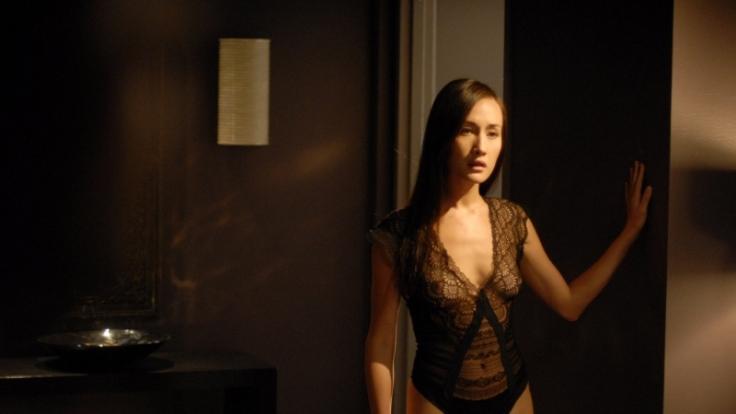Deception - Tödliche Versuchung: Tina (Maggie Q) gehört dem geheimen Sex-Club an.