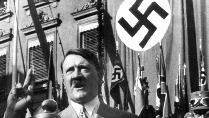 Adolf Hitler stürzte Nazi-Deutschland in den Zweiten Weltkrieg.