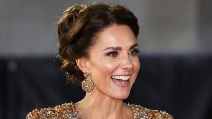 Laut Royal-Expertin Katie Nicholl bereitet die Queen Herzogin Kate auf mehrere Aufgaben als zukünftige Königin vor. (Foto)
