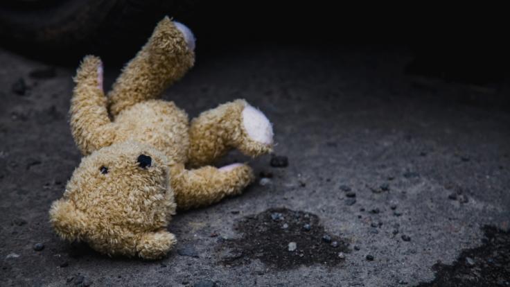 Einem 39 Jahre alten Mann aus Hessen wird der sexuelle Missbrauch seiner leiblichen und seiner Stiefkinder zur Last gelegt (Symbolbild). (Foto)