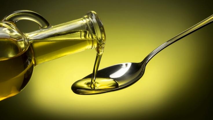 Stiftung Warentest hat sich verschiedene Sorten Olivenöl vorgeknöpft (Symbolbild).