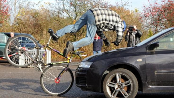 Nicht bei jedem Fahrradunfall müssen Autofahrer für den entstandenen Schaden haften. (Foto)