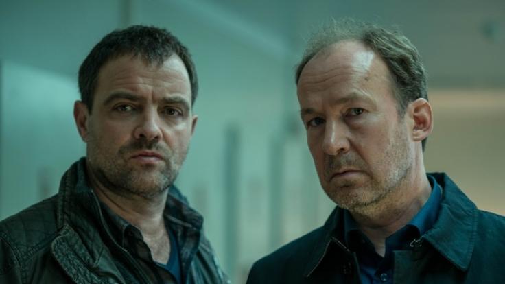 """Kommissar Vincent Ruiz (Jürgen Maurer) und der Psychiater Dr. Johannes """"Joe"""" Jessen (Ulrich Noethen). (Foto)"""