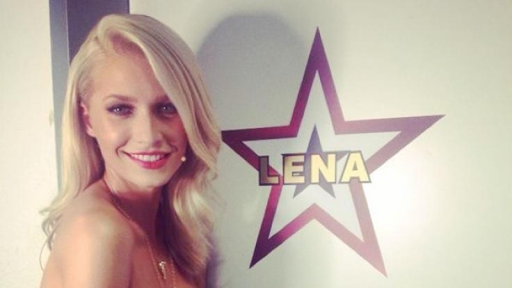 Lena Gercke beim Dreh der neuen Staffel Das Supertalent. (Foto)