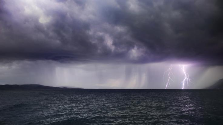 Das 15 jährige Mädchen wurde beim Schwimmen im Meer von einem Blitz getroffen. (Foto)
