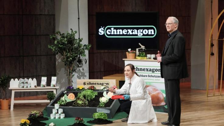 Nadine Sydow und Dr. Peter Rehders präsentieren ihr Produkt Schnexagon. (Foto)
