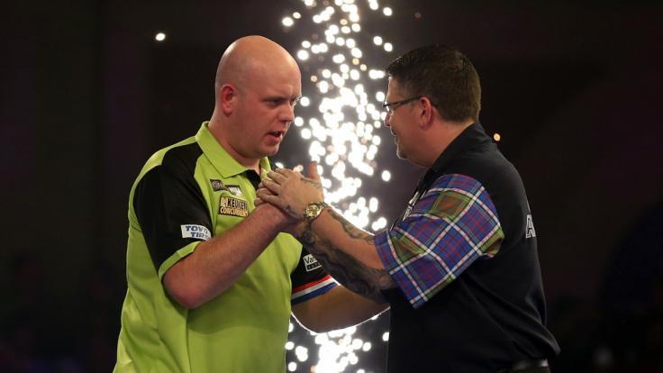 Der Schotte Gary Anderson (re.) hatte im Halbfinale gegen Michael van Gerwen keine Chance: MvG schickte
