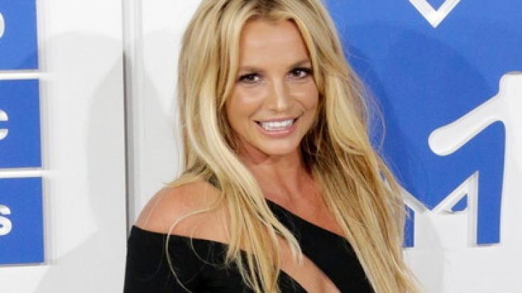 In der Form ihres Lebens: Britney Speards glänzte bei ihrem Comeback in einem knappen, goldenen Outfit. (Foto)
