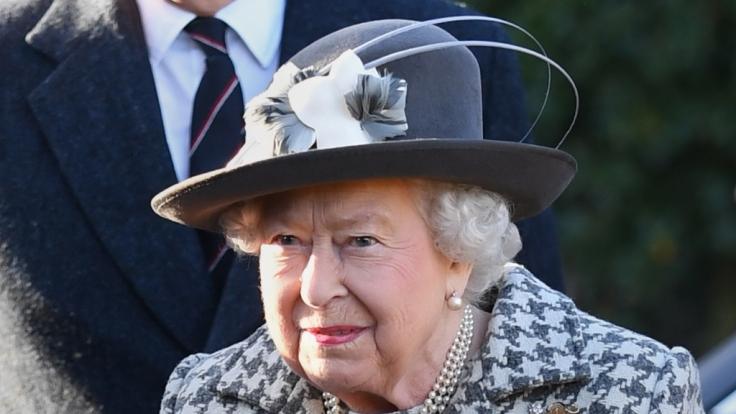 Die Sorge ist groß, Queen Elizabeth II. könnte sich mit dem Coronavirus infiziert haben.