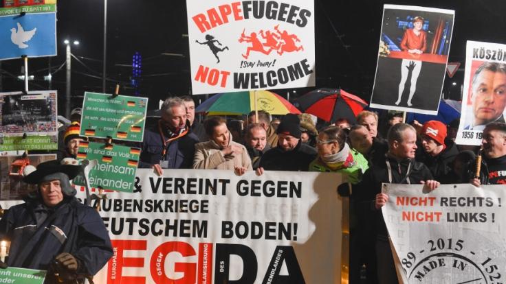 Mitglieder des islamkritischen Legida-Bündnisses im Januar 2016 in Leipzig. (Foto)