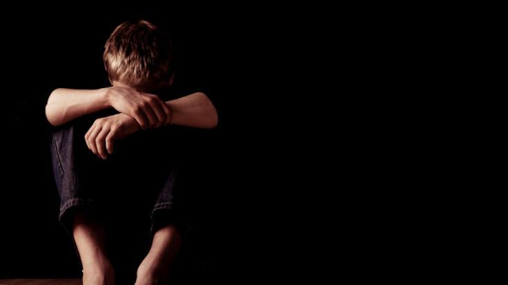 Die Mutter missbrauchte den Freund ihres Sohnes. (Foto)