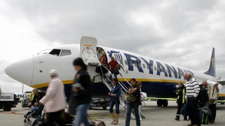 Bei Billigfliegern wie Ryanair sind Mühen für Passagiere inklusive. (Foto)
