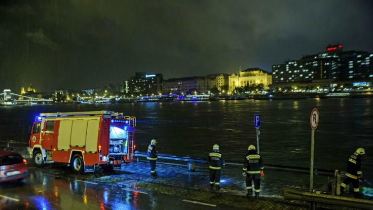 Auf der Donau in Budapest ist ein Touristenschiff gesunken. (Foto)
