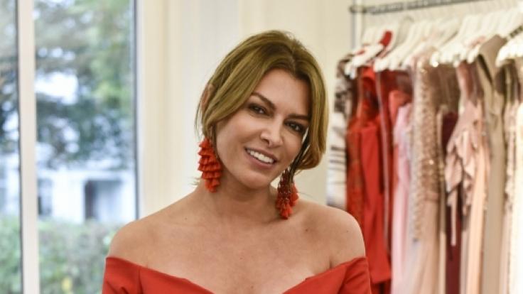 Sabia Boulahrouz besticht in ihrem roten Dress. (Foto)