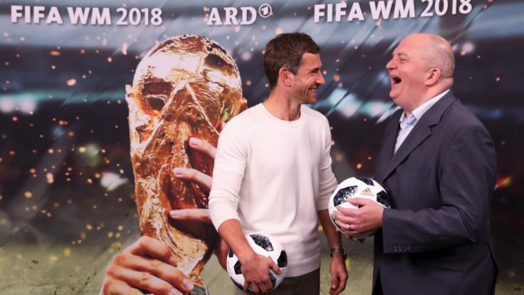 """Micky Beisenherz und Jörg Thadeusz laden während der Fußball-Weltmeisterschaft 2018 zum Late-Night-Talk ins """"WM Kwartira"""" ein. (Foto)"""