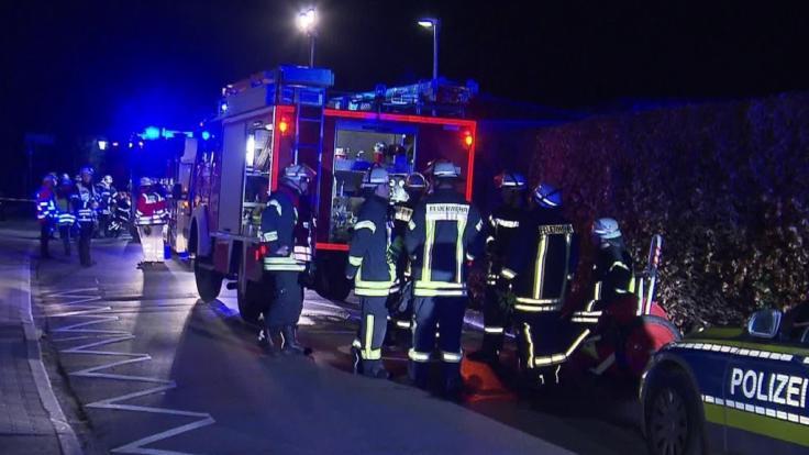 Die Feuerwehr war mit einem Großaufgebot vor Ort, um die Flammen zu löschen. (Foto)