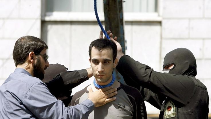Öffentliche Hinrichtung des iranischen Mörders Majid Kavaousi - wäre so etwas auch in Deutschland denkbar? (Foto)