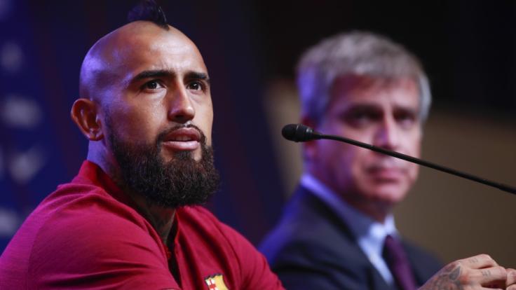 Arturo Vidal (links) wechselt zum FC Barcelona.