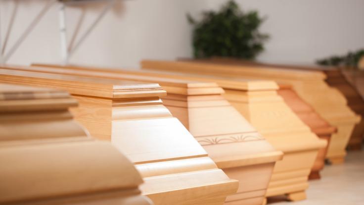 Schlimme Bilder in Bergamo! In Italien sterben täglich so viele Menschen an COVID-19, dass die Leichen vom Militär abtransportiert werden müssen. (Foto)